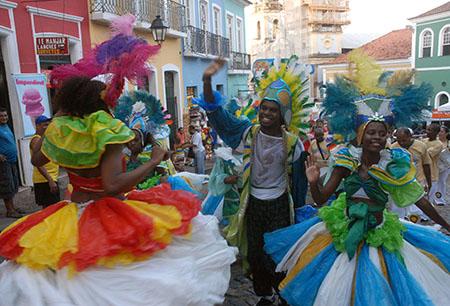 Salvador (BA) - Pequenos blocos fazem a alegria no Pelourinho em Salvador