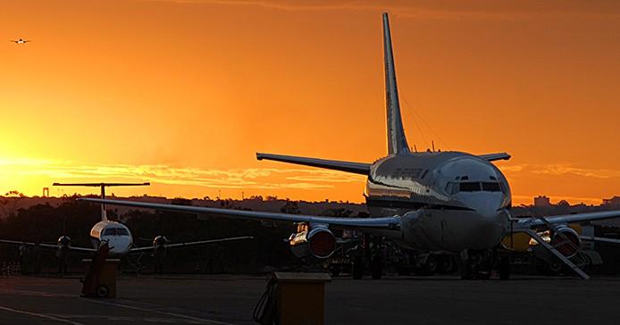 Transport Brasilien Flugzeug mit Abendrot_AgenciaBrasil