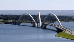 Brasilia_JK_bridge_pano_Paranoá-See_wiki